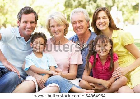 grupo · retrato · familia · día · parque - foto stock © get4net