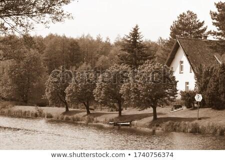 Drewna domek wody niebo zbiornik vintage Zdjęcia stock © sweetcrisis