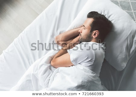 молодым · человеком · спальный · кровать · комнату · вид · сзади · счастливым - Сток-фото © deandrobot