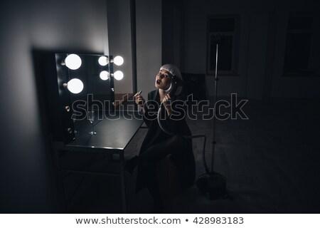 aantrekkelijke · vrouw · blond · pruik · lippenstift · kleedkamer - stockfoto © deandrobot