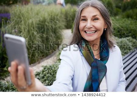 alegre · altos · mujer · hablar · móviles · sonriendo - foto stock © manaemedia