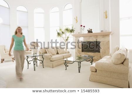 mulher · caminhada · salão · casa · interior · sala · de · estar - foto stock © monkey_business