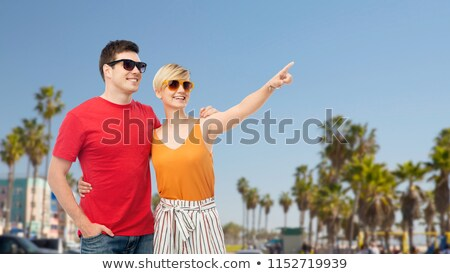 heureux · couple · lunettes · de · soleil · saint · valentin · amour · personnes - photo stock © dolgachov