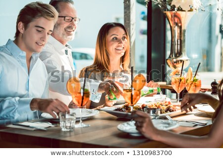 Szőke gyönyörű nő ebéd legjobb barátok trendi étterem Stock fotó © Kzenon