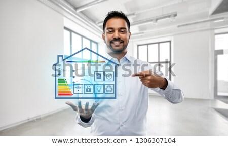 Pośrednik w sprzedaży nieruchomości smart domu projekcja pusty biuro Zdjęcia stock © dolgachov