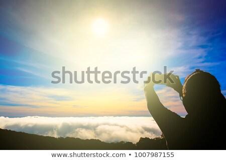 Vrouwelijke wandelaar hemels bergen valleien Stockfoto © lovleah