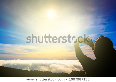 Femenino caminante toma celestial montanas valles Foto stock © lovleah