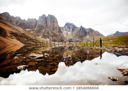 Oszałamiający górskich krajobraz poniżej piękna niebo Zdjęcia stock © dacasdo