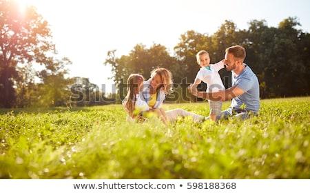 Familia parque cuatro personas caminando sonriendo bebé Foto stock © iofoto