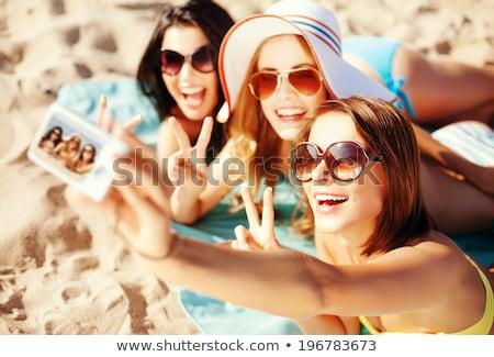 Сток-фото: группа · улыбаясь · женщины · пляж · Летние · каникулы