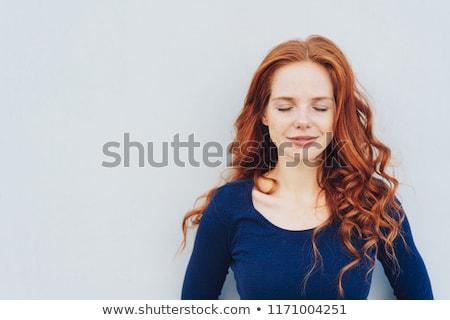 Peinzend gelukkig cute jonge vrouw denken Stockfoto © deandrobot