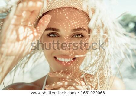 unbeschwert · Frau · Strand · weiß · hat · bikini - stock foto © maridav