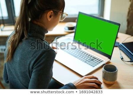 produtividade · mulher · olhando · computador · negócio · sala · de · aula - foto stock © tashatuvango