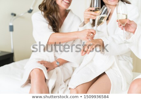 Mulher anel de noivado amigos feminino casa Foto stock © wavebreak_media