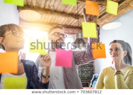 Equipo lluvia de ideas notas adhesivas hombre reunión empresario Foto stock © IS2