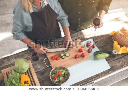 女性 · 野菜 · サラダ · 手 · 健康 - ストックフォト © is2