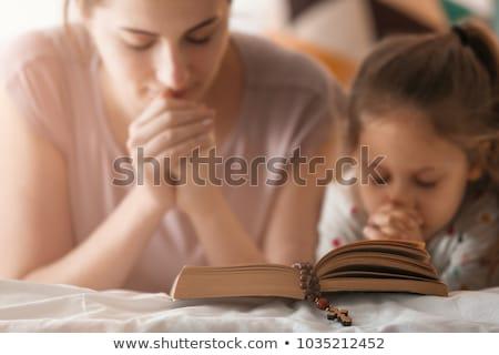 Frau beten Rosenkranz Hand weiblichen Religion Stock foto © IS2