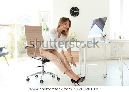 jóvenes · mujer · de · negocios · yoga · oficina · sesión · escritorio - foto stock © andreypopov