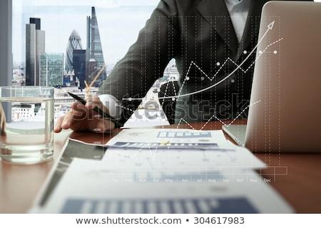 деловой · человек · рабочих · таблетка · диаграмма · графа · данные - Сток-фото © Freedomz