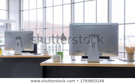 Bilgisayar İş İstasyonu hoparlörler izlemek video beyaz Stok fotoğraf © filmstroem