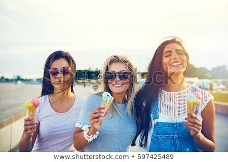 группа улыбаясь женщины еды мороженым пляж Сток-фото © dolgachov