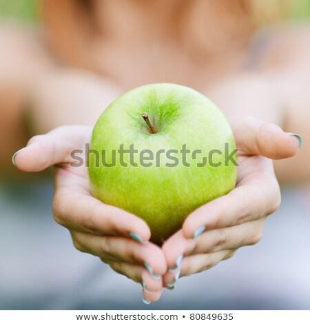 mulher · em · pé · maçã · cabeça · retrato · isolado - foto stock © deandrobot