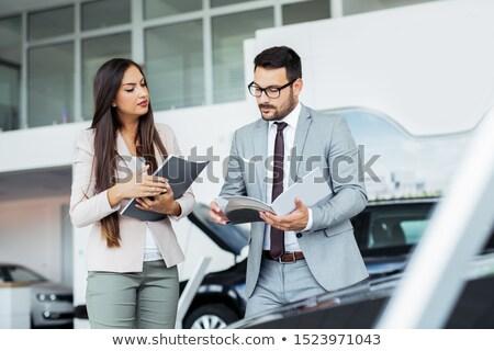 Elarusítónő mutat brosúra vásárló áll autók Stock fotó © wavebreak_media