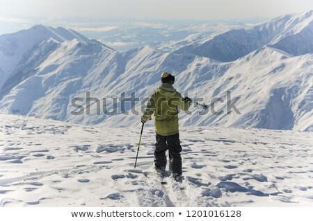 jeune · homme · snowboard · vers · le · bas · pente · ensoleillée · hiver - photo stock © is2