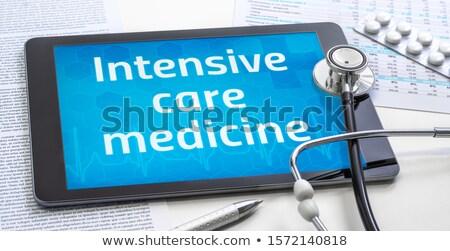Tablet metin yoğun bakım tıp göstermek Stok fotoğraf © Zerbor