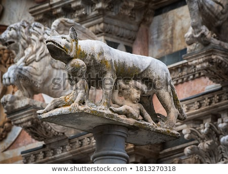 Stok fotoğraf: Kurt · heykel · İtalya · görmek · Bina · çocuk