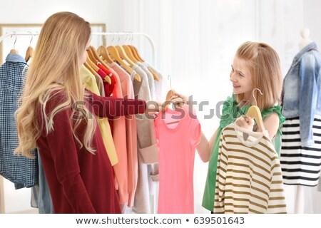Filha escolher tshirt varejo compras pai Foto stock © Kzenon