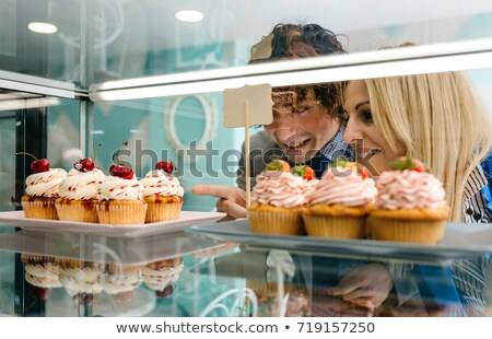 Hebzuchtig jonge man voedsel man Stockfoto © aladin66