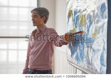 Geografia klasy Pokaż krajobraz studentów chłopca Zdjęcia stock © photography33