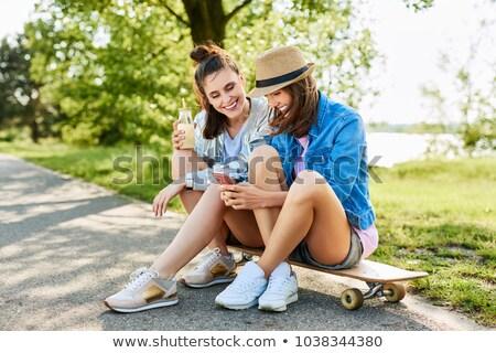 Jeune femme potable limonade à l'extérieur été Photo stock © juniart