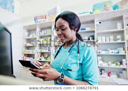 Női gyógyszerész pénztáros gyógyszertár áll törzs Stock fotó © Kzenon