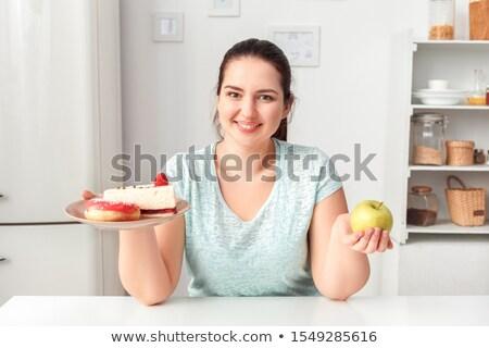 mujer · fiesta · torta · mesa · mujer · sonriente - foto stock © deandrobot