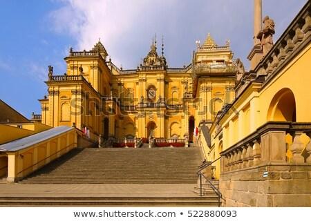 Basiliek kerk gebouw Europa Geel middeleeuwse Stockfoto © LianeM