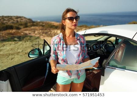 Giovani pretty woman vedere mappa cabriolet estate Foto d'archivio © vlad_star
