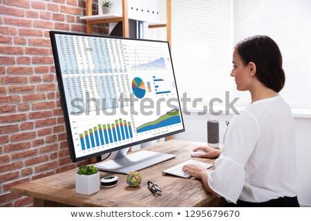üzletasszony grafikon asztali számítógép digitális kompozit iroda asztal Stock fotó © wavebreak_media
