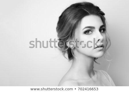 красивой · женщину · букет · позируют · подвенечное · платье - Сток-фото © dashapetrenko