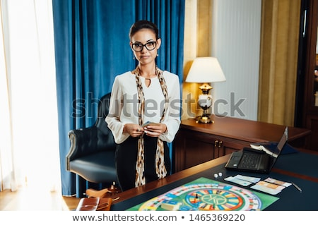 Mooi meisje spelen bordspel business papier Stockfoto © ruslanshramko