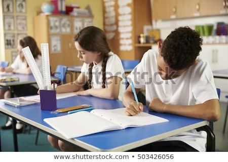 Front widoku koncentruje uczeń studia biurko Zdjęcia stock © wavebreak_media