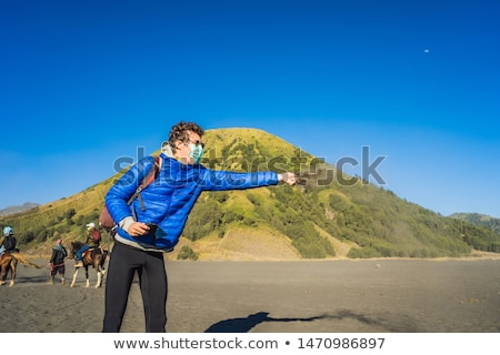 Moço turista vulcânico areia parque java Foto stock © galitskaya