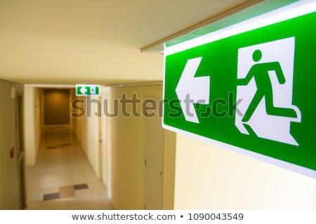 Vészhelyzet kijárat jelzés sötét Stock fotó © sidewaysdesign