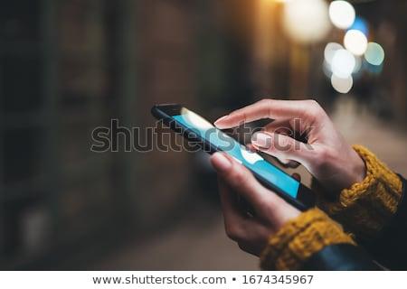 クローズアップ · ビジネス女性 · 携帯電話 · 笑みを浮かべて · オフィス · ビジネス - ストックフォト © wavebreak_media