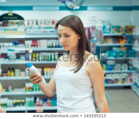 winkelen · cosmetica · vrouw · glimlachende · vrouw · kiezen - stockfoto © vlad_star