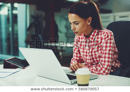 negócio · sms · mãos · mulher - foto stock © stevanovicigor
