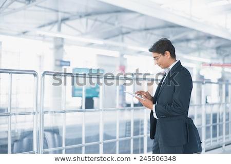 empresário · pendulares · trem · digital · comprimido · tecnologia - foto stock © szefei