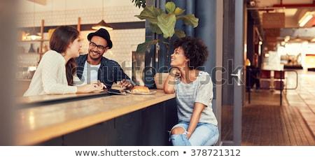 Portret uśmiechnięty znajomych posiedzenia żywności pić Zdjęcia stock © wavebreak_media