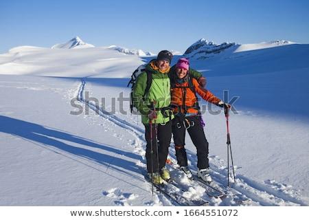 Mulher homem esquiar engrenagem cabana esportes Foto stock © IS2
